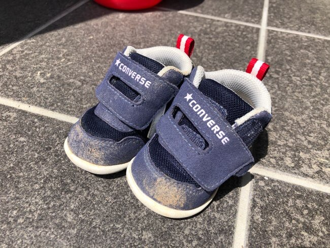 汚い子ども靴
