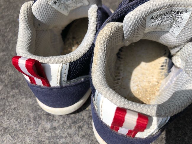靴の中が砂まみれ