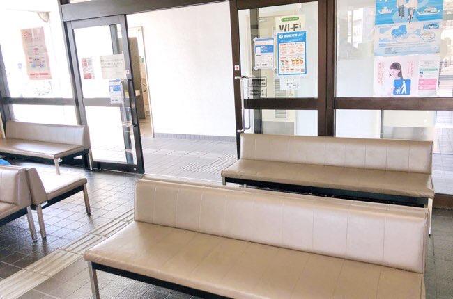 安芸津港の待合室